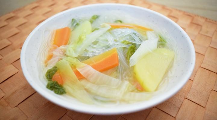 白菜とじゃがいもの春雨スープ